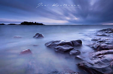 By the stormy sea by y4zu