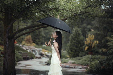 Under the Rain by pholwises