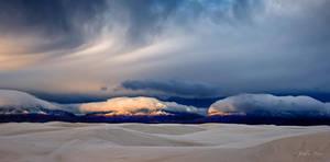 Day Break at White Sand by johnfan