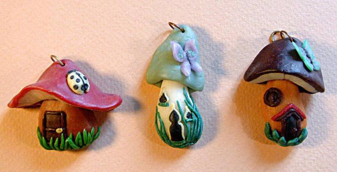 Polymer clay mushroom-houses by Lluhnij