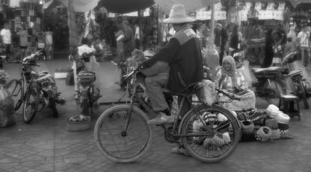 monkey on bike (Jemma el Fnar Maroc) by h2j