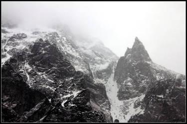 Misty Mountains by Tindomiel-Heriroquen