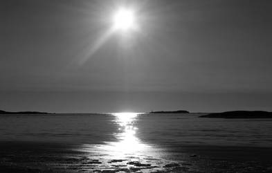 Colourless sunset by EmmisBlommis