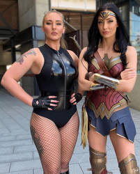 Black Canary and Wonder Woman Cosplay at LA 2 by Brokephi316