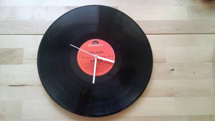 Vinyl clock by Mutany