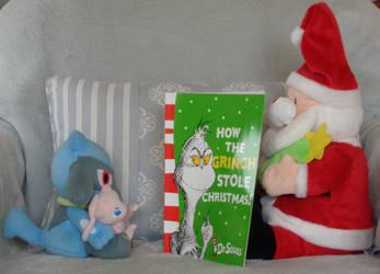 Santa Reads To Riolu by CheerBearsFan