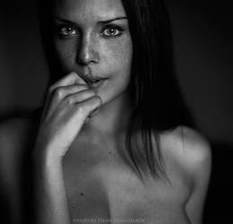 erotic look by DenisGoncharov