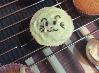 Kitty cat cupcake by SuperJordanBlast