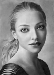 Amanda Seyfried by elisabethsmenesfrost
