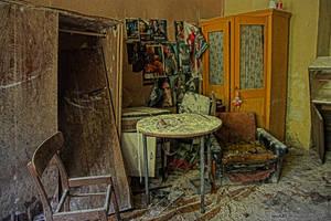 broken home #1 by LexartPhotos