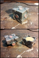 Companion cube by Il-Gritz