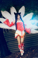 League of Legends: Ahri - The Nine Tailed Fox by xxpuffy