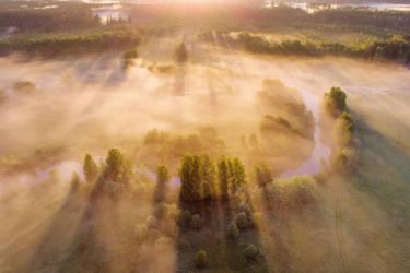 Morning mist by DeingeL
