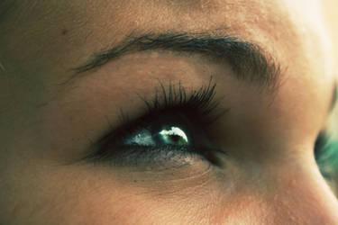 Crystal eyes by EfeOlosse