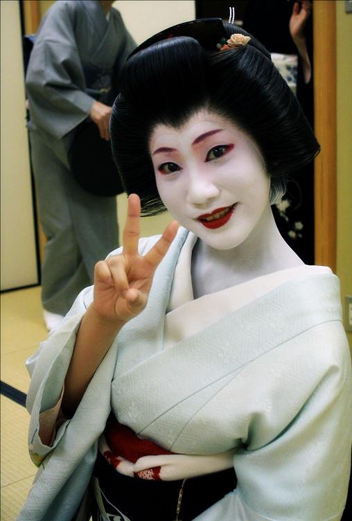 Geiko Peace! by DrowElfMorwen