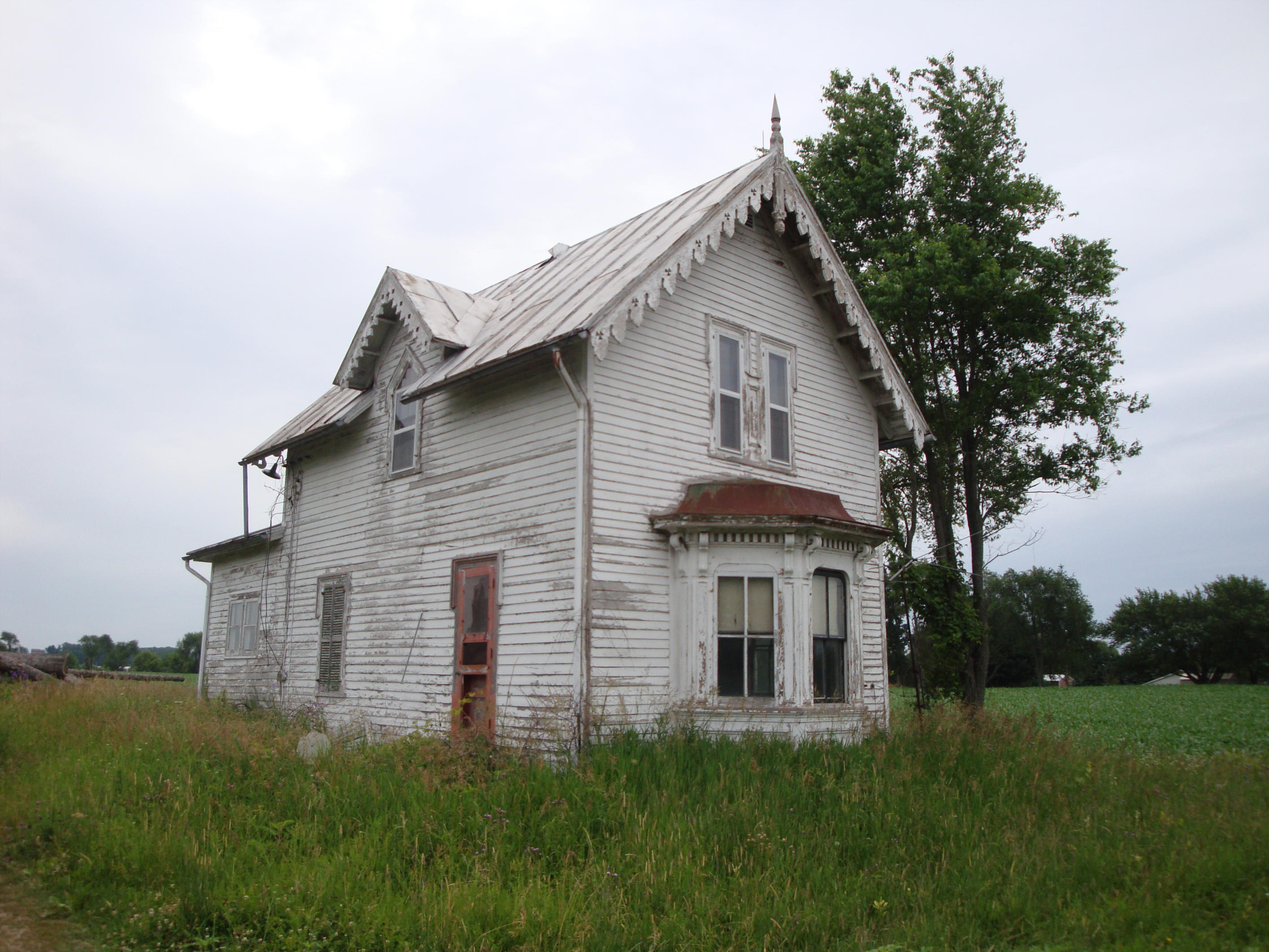 spooky old beat up farm house by Archangelical-Stock