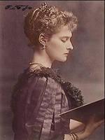 Empress Alexandra reading by Linnea-Rose