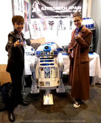 Nine and Ten meet R2-D2 at Heroes Comic Con 2017 by ArwendeLuhtiene