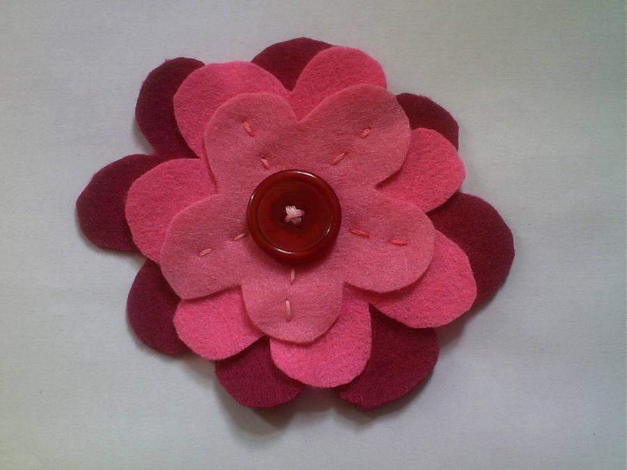 Pink Felt Flower Badge by SewAndSew