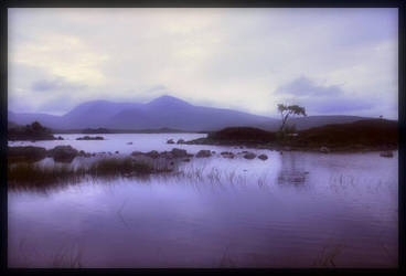 Loch na-h-Achlaise by easytigrr