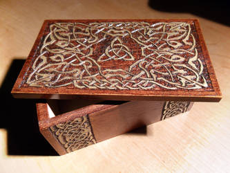 Celtic box by Fulstein