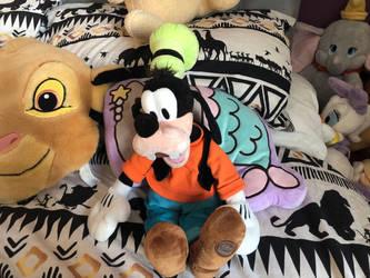 Disneystore goofy plush by LittleRolox3