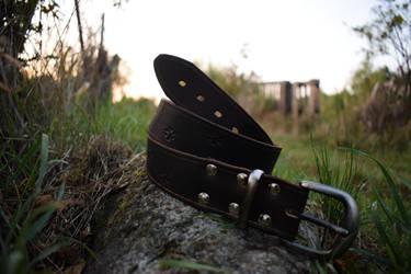 Brown paw leather belt by Ilirej
