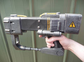 Fallout AEP7 laser pistol by chanced1