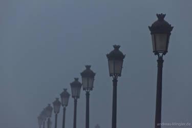 Streetlights in the mist by naturtrunken