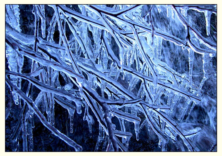 Frozen by ArwensGrace