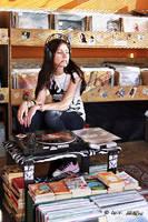 Vinyl Girl by avivi