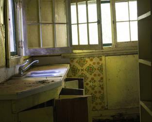 Decrepit Kitchen by leftinthemiddle