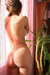 Nude Babe Curvy ass by andyhsu666666