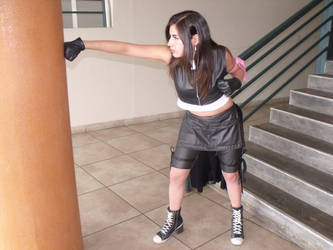 Tifa Punch by DarkTifaStrife