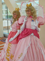 Princess Peach x2 by LifeOfCosplay