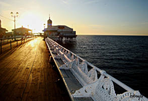 Towards the end of the pier by Estruda