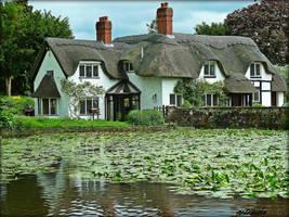 English Country House by Estruda