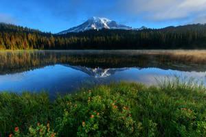 Mount Rainier by porbital