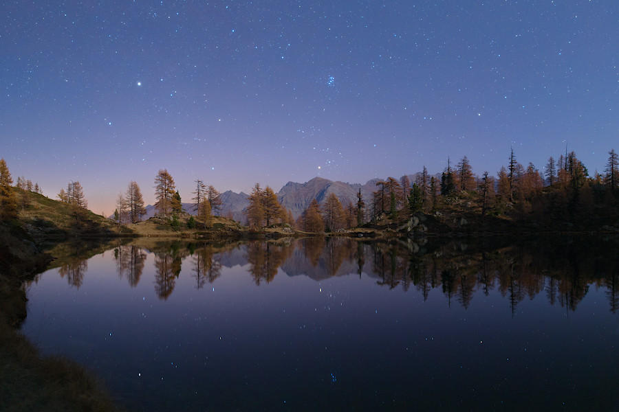 Autumn reflections by morglin