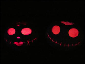 Halloween : Jack and Sally lit up by DecoyRobot