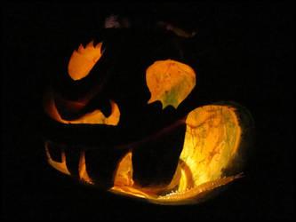 Halloween : Crazy painted pumpkin lit up by DecoyRobot