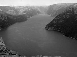Lysefjorden black and white by Datasmurf