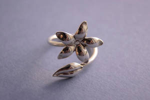 Flower ring by NoraMarquez
