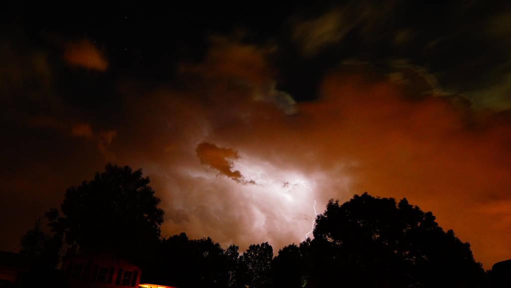 fall lightining by Lavawolf