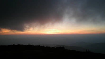 Mountain sunset by Anaterka
