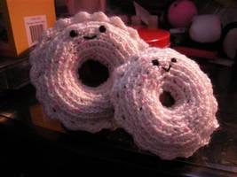Donut Amigurumi by FrozenBleedingStake