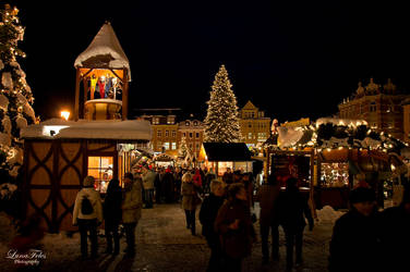 Christmas market by LunaFeles