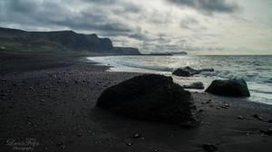 the beach of Vik by LunaFeles