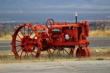 Farmall tractor by finhead4ever