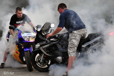 Motoparty VI- You always burn some tire by Alvia